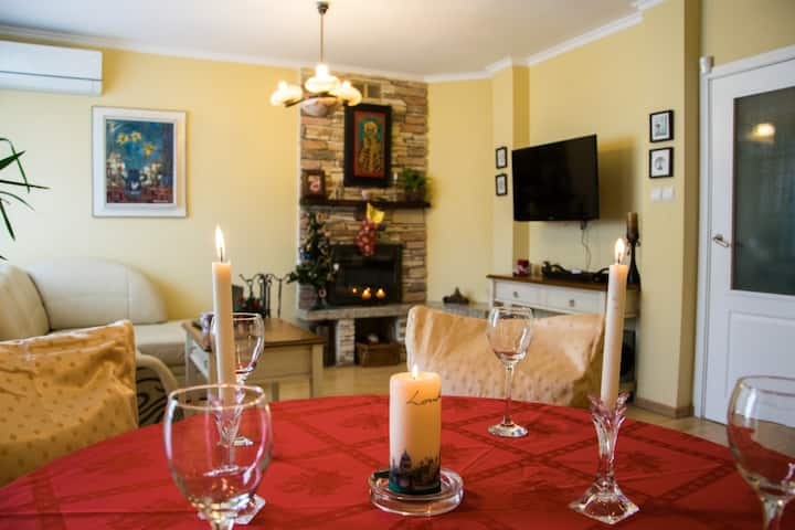 Centrally Located Charming Two Bedroom Apartment