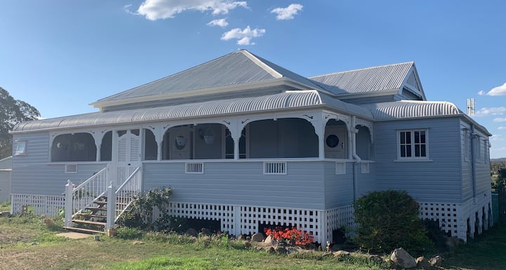 Renovated Queenslander with a pool close to town!