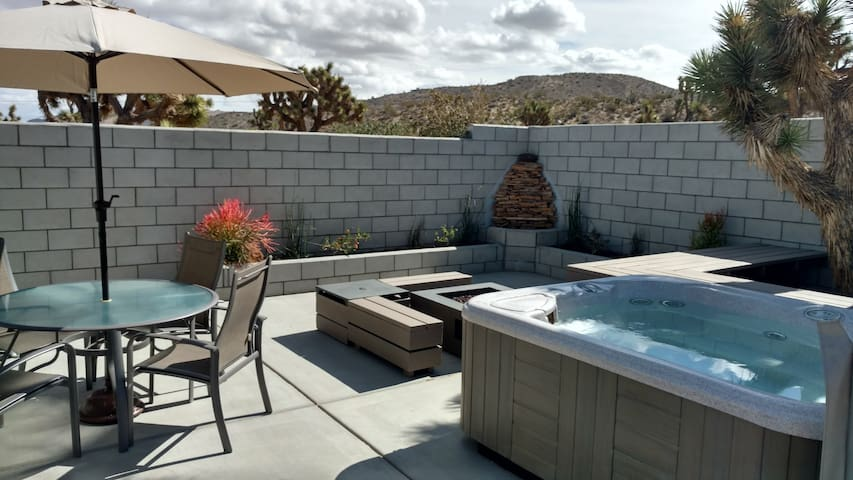 Outdoor Patio - Hot Tub, Fire Pit, Waterfall w/pond and planters, Dining Set