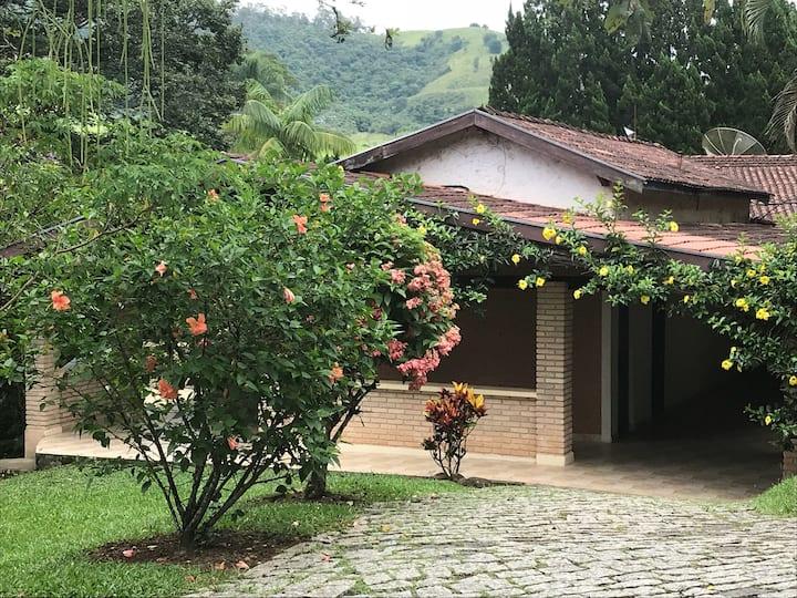 Chácara no pé da Serra da Mantiqueira