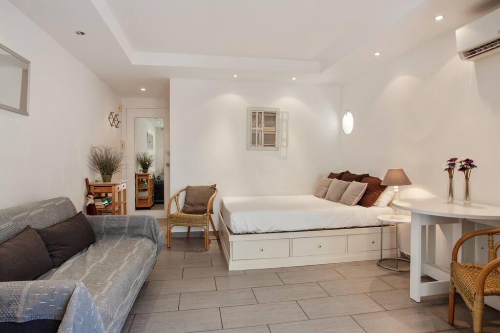 Chambre & salon / Bedroom & living room