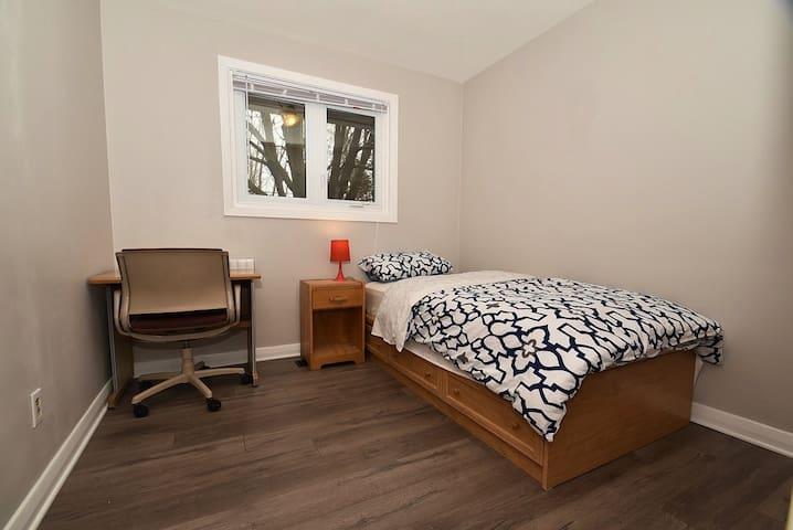 Newly Renovated Ottawa/Nepean Bedroom #7