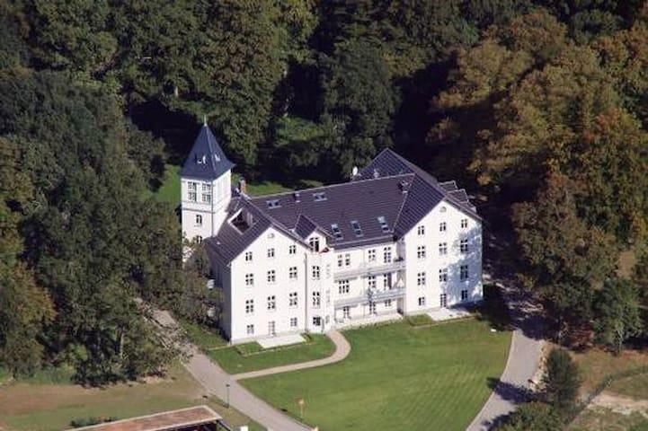Schloss Hohen Niendorf - Gartenwohnung