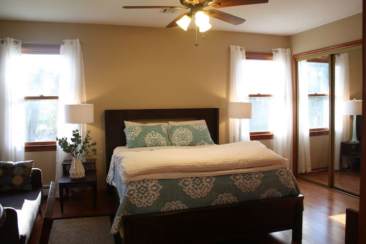 Private/Clean Bedroom and Bath - Princeton - Hus