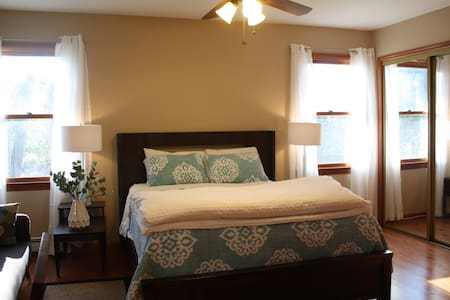 Private/Clean Bedroom and Bath - Princeton - Dům