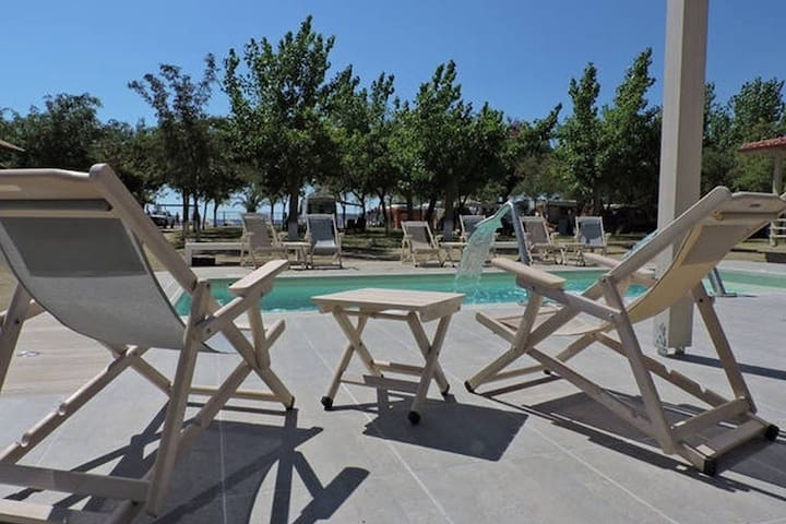 Houses in front of the sea in camping Valti - Halkidiki - Huis