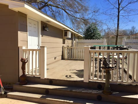 Private Guest House in Central Huntsville