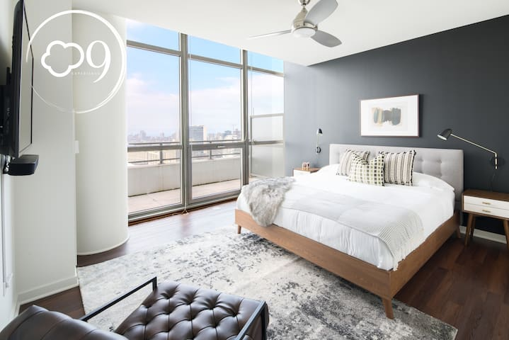 """XL Penthouse in West Loop """"The Harper"""" by Cloud9"""