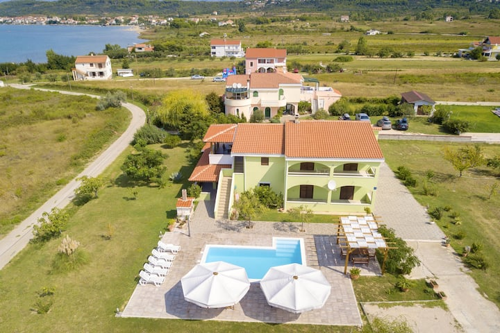 Apartment with 2 bedrooms in Ljubač, with wonderful sea view, shared pool, furnished garden - 300 m from the beach