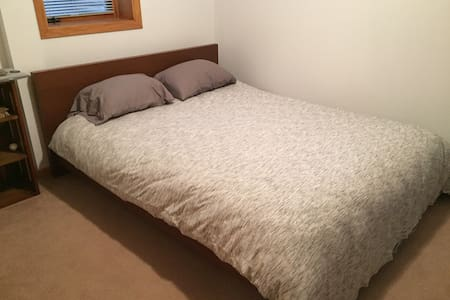 Central Location - Comfortable Bed - Lovely House
