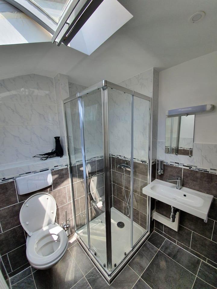 Chambre double sanitaire commun