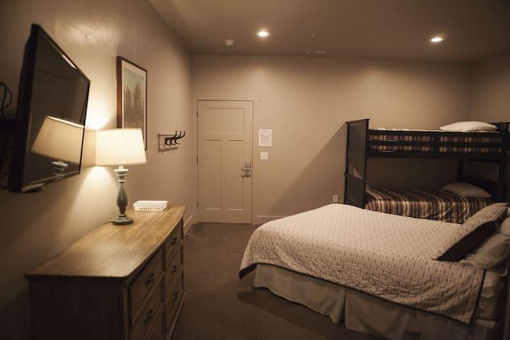 Hotel Room #304 - Pool, Hot Tub & Tennis Court!