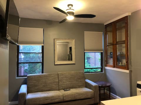 Cozy, Modern & Central 1 bed close to waterfront.