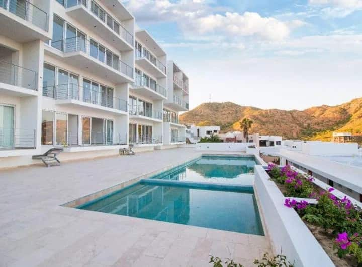 Modern & confortable condo with great Cabo views
