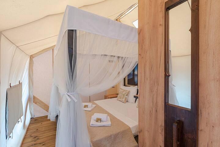bedroom 1: doublebed