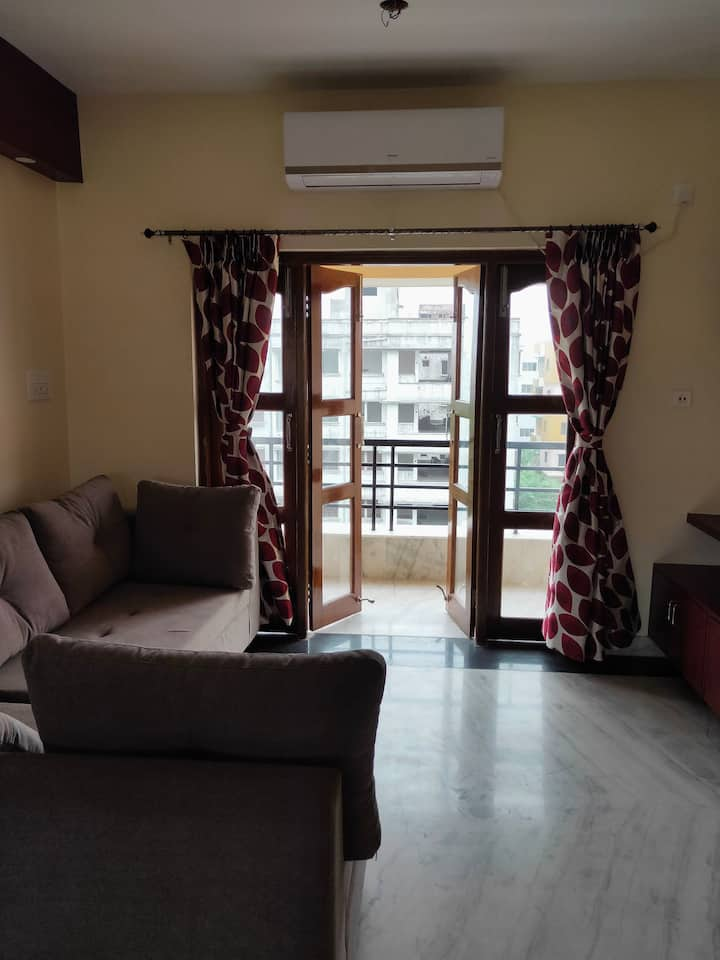A beautiful new 2BHK Cozy home-stay @ Newtown AA1