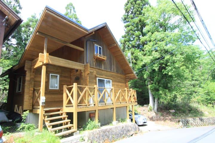 京都『るり渓』のせせらぎが魅力の別天地 貸切りログハウス(A-54E棟)小学生未満無料です!