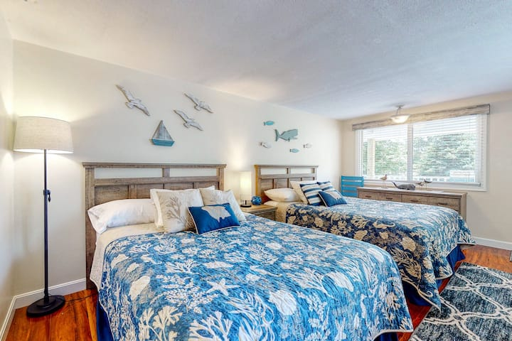 Suite w/ patio, sun deck & shared pool - 1 mile to Ogunquit Beach!