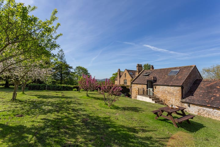 Spacious Apple Loft near Beaminster and Bridport