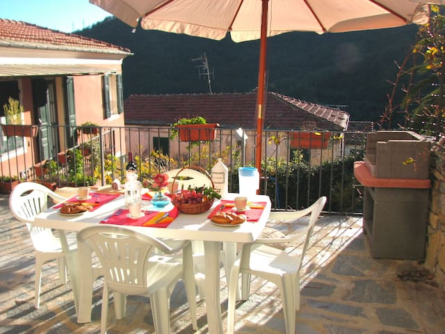 Il Cavaliere: Large Terrace, Umbrella and BBQ