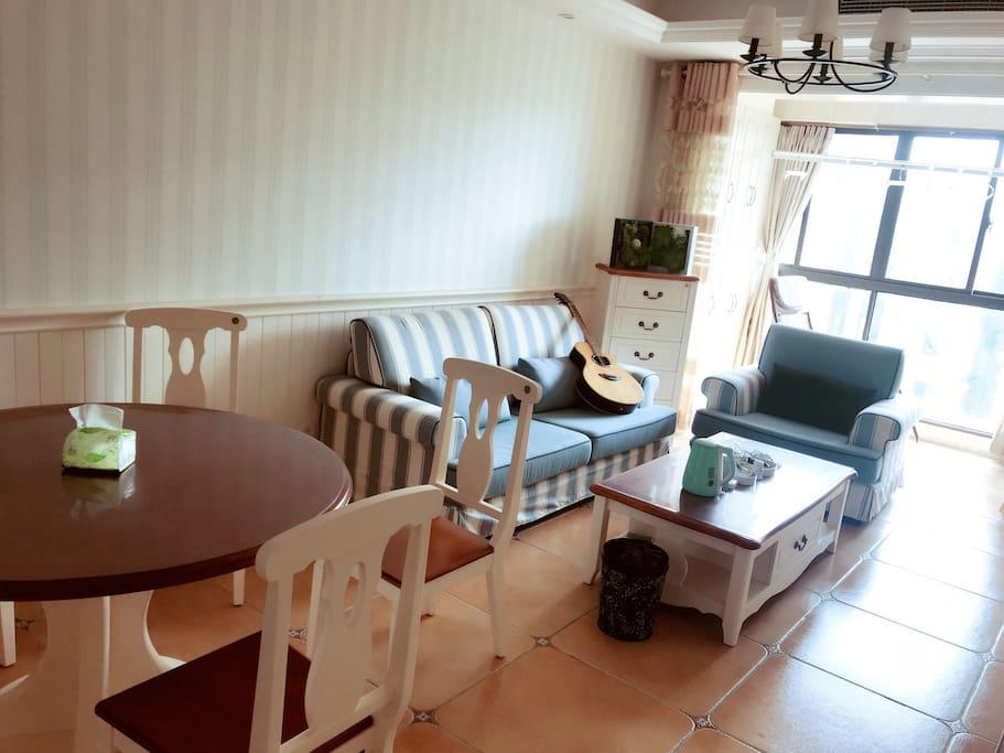 公共客厅(餐桌,沙发,阳台躺椅等均可与房主共享)