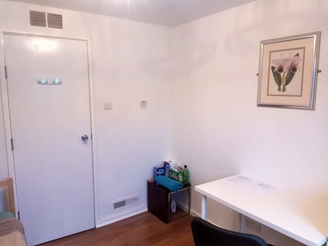 Affordable place in Northampton single room 5