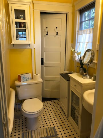 Jack n Jill bathroom w/club foot tub & shower.