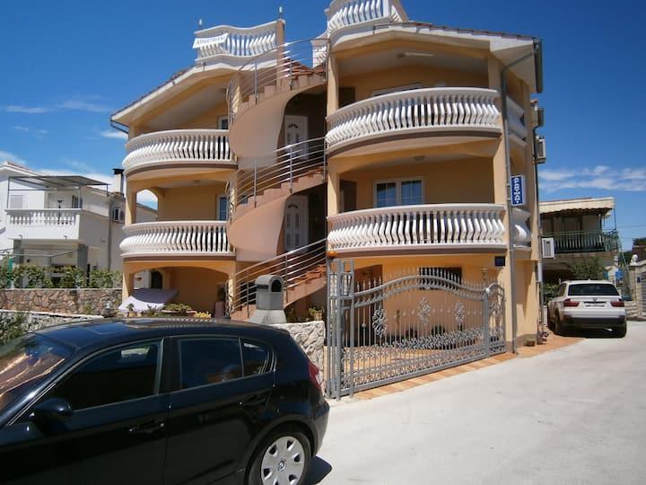 Beautiful holiday apartment Sanela