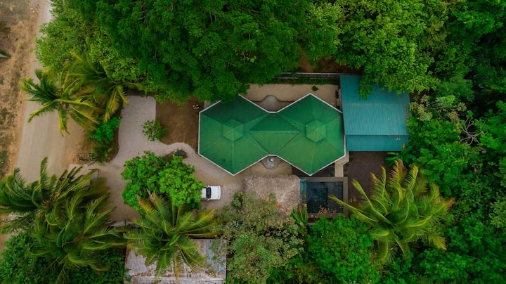 Private Bungalow Close to Beach and Amenities
