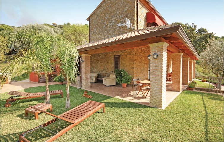Holiday cottage with 3 bedrooms on 110 m² in Montecorice SA