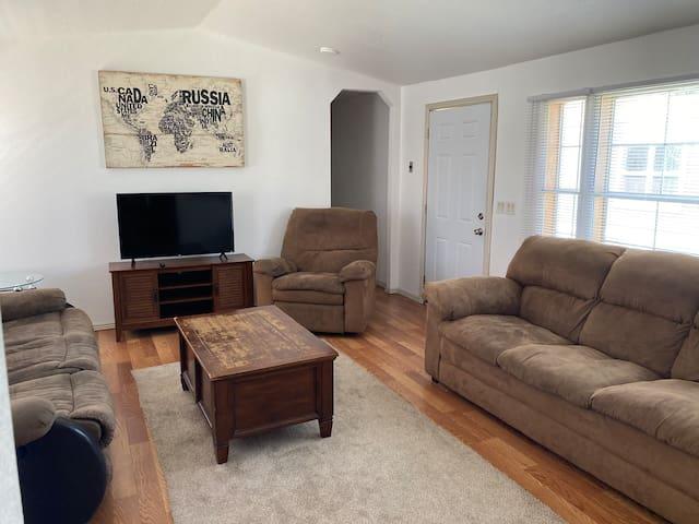 Cozy room near Horsetooth reservoir and Estes park