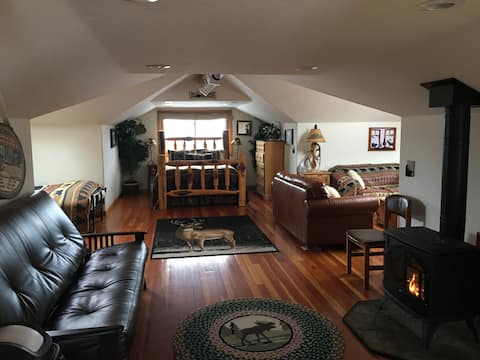 Private&Cozy w/fireplace & hot tub backs to hiking