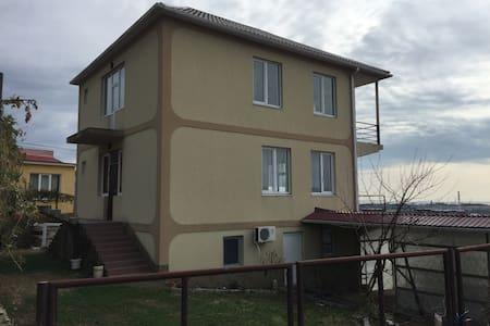 Сдаю комнаты, дом с панорамным видом! - Веселое