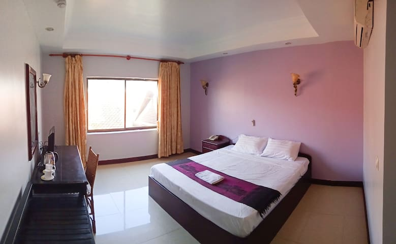 Private Large room with King bed