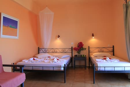 Sunset Rooms Falassarna: triple room with sea view - Phalasarna