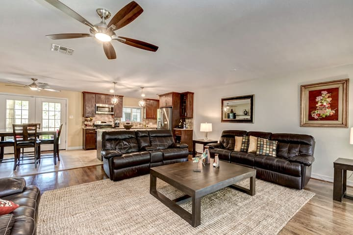 AMAZING HOUSE!  GOOD LOCATION GALLERIA DOWNTOWN