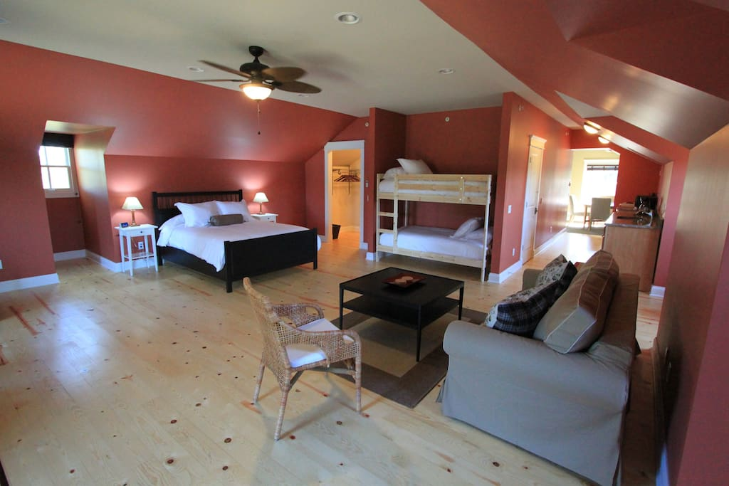 Beverly Shores Suite - Sleeps up to 6