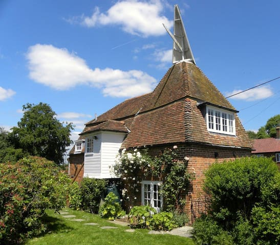 Pet-friendly oast house with enclosed garden