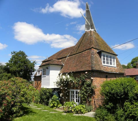 Delightful pet-friendly oast with private garden