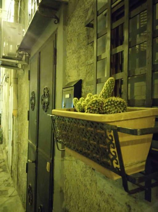 Casettagnetta monolocale in centro loft in affitto a for Monolocale arredato palermo