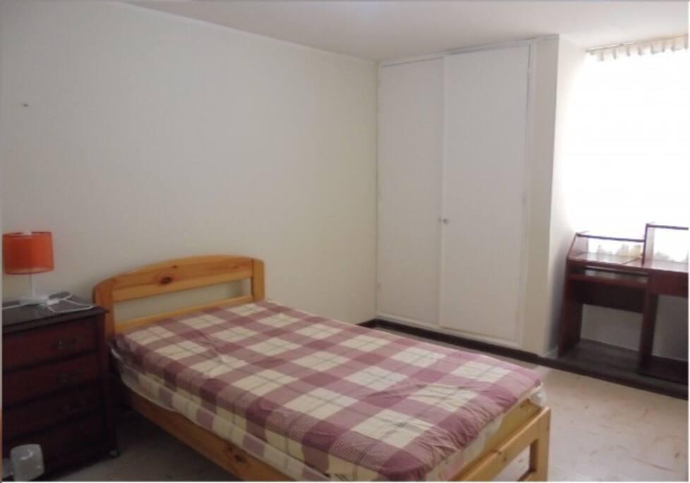 Habitacion amoblada , se entrega almohadas y sabanas