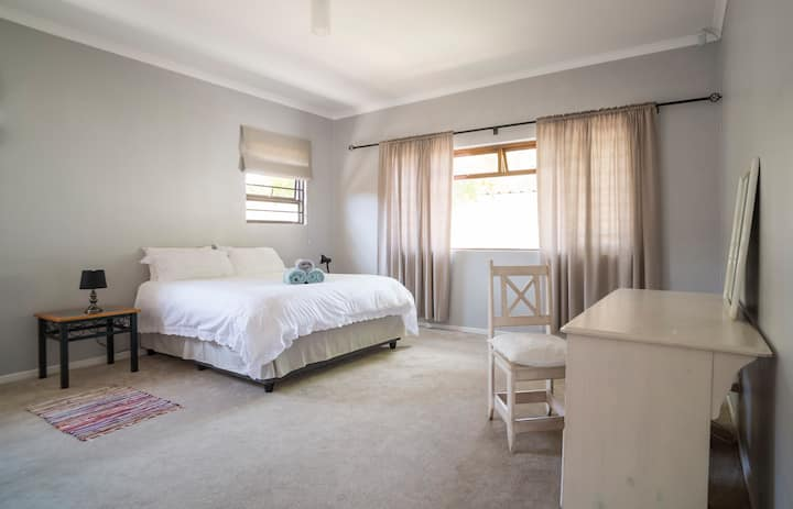 En-suite, Spacious, Tranquil near UCT