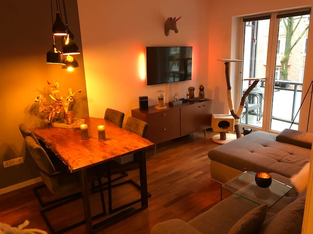 Cozy Apartment with NETFLIX and BALCONY - HH-Mitte