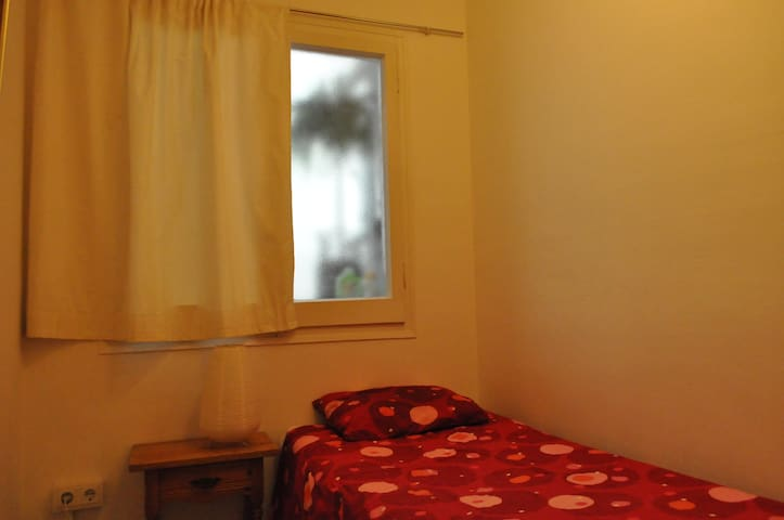 Single room close to the airport.