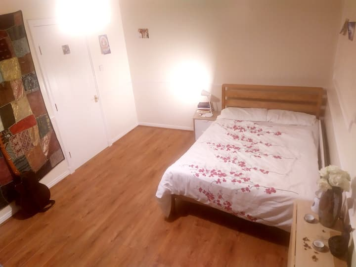Spacious Double Room in magical Roslyn village !