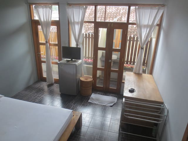 A compact Room Prambanan at Atmosudomo homestay
