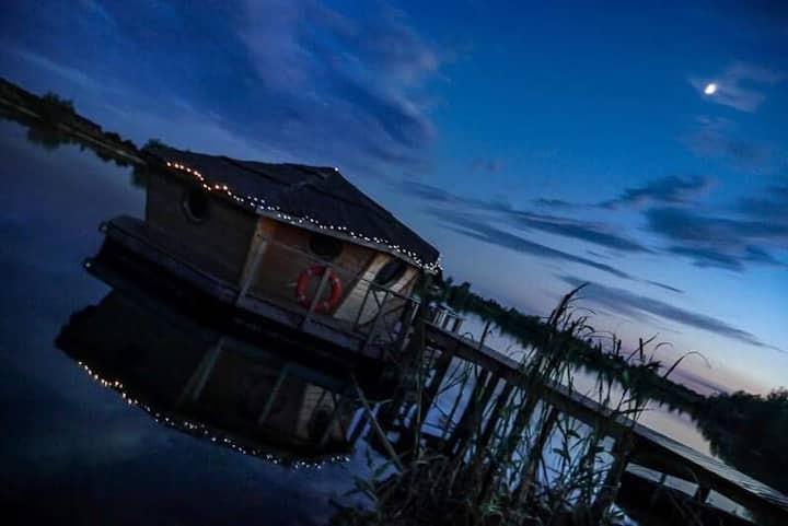 Cabanes insolites au cœur de l'eau