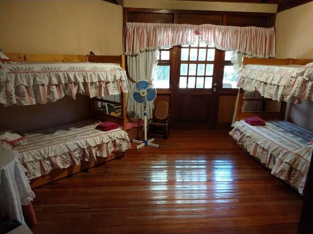 habitacion en planta baja, 2 camas cuchetas