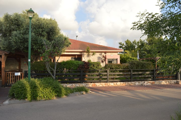 Vila  in Kibbutz Gesher Aziv, גשר הזיו