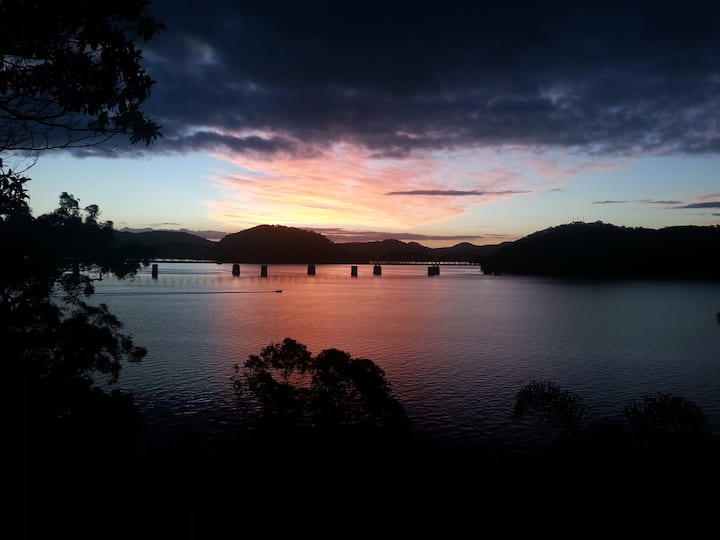Dangar Island Waterfront Getaway. Arrive by Ferry!
